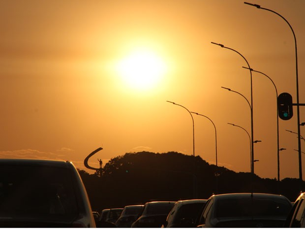 Sol forte sobre o Distrito Federal (Foto: Vianey Bentes/TV Globo)