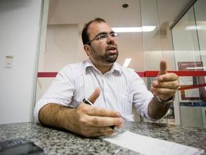 Corretor e diretor do Sincor, Djaíldo Almeida. (Foto: Natália Souza/ G1)