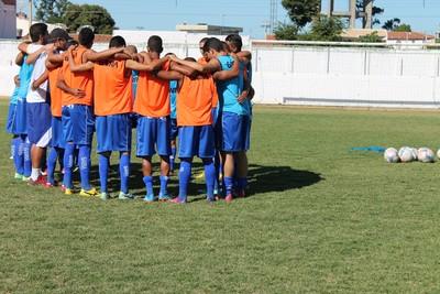 Givanildo Sales elogia grupo do Araripina  (Foto: Emerson Rocha)