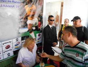 Marinho Chagas, ex-lateral da Seleção Brasileira da Copa do Mundo de 1974, em evento de colecionadores de ábuns de figurinhas da Copa, em João Pessoa  (Foto: Divulgação / Banca Viña Del Mar)