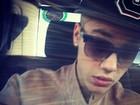Justin Bieber madruga e posta foto com cara de sono