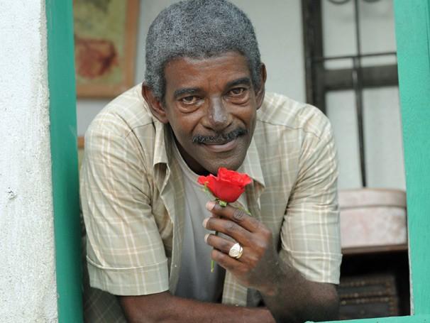Wilson Rabelo interpreta cartola no momento mais maduro de sua vida (Foto: TV Globo / Frederico Rozario)