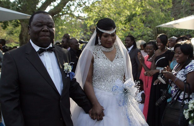 No fim de semana passado, Tsvangirai se casou Elizabeth Machek. (Foto: Jekesai Njikizana/AFP)
