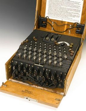 Máquina Enigma, usada por alemães para codificar mensagens na 2ª Guerra Mundial, foi a leilão e levantou R$ 733 mil.