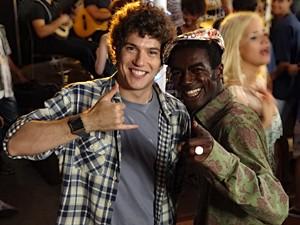 Nos intervalos, Jonathan faz piada de tudo (Foto: Malhação / TV Globo)