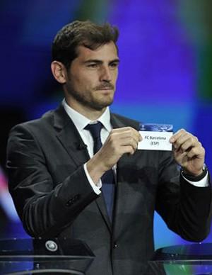 sorteio liga dos campeões UEFA casillas escolha barcelona (Foto: UEFA.com)