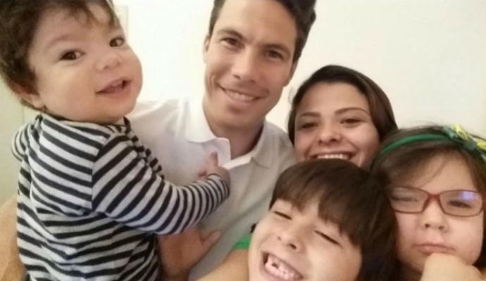 Hernanes ao lado da família e dos filhos durante a folga (Foto: Reprodução/Instagram)