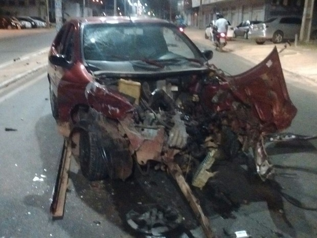 Veículo de passeio conduzido por motorista embriagado causa acidente em São Luís (Foto: Saylon Sousa)