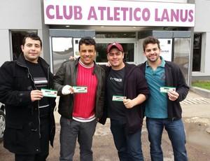 Torcedores garantem ingresso para o jogo do Galo com o Lanús (Foto: Léo Simonini)