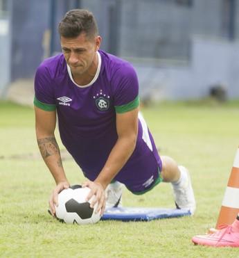 Jogador Eduardo Ramos durante o treino do Clube do Remo (Foto: Oswaldo Forte/O Liberal)
