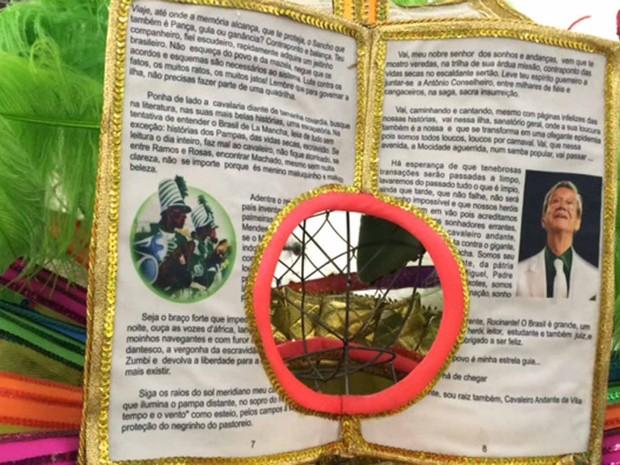 Castor de Andrade aparece em livro em fantasia que representa a educação (Foto: Alba Valéria Mendonça/ G1)