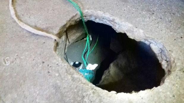 Túnel foi aberto sob o piso da cela 8 do pavilhão C (Foto: Divulgação/Sejuc)