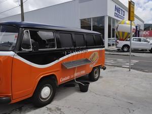 Empresária investiu R$ 50 mil em adaptação de kombi para choperia móvel, poços de caldas (Foto: Lara Cristina/G1)