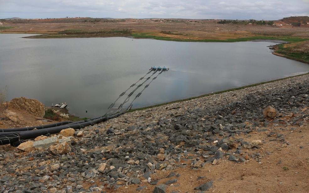 Água coletada para análisa ainda não mostra melhora na qualidade, segundo a Cagepa (Foto: Artur Lira/G1/Arquivo)