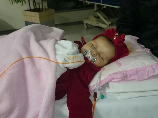 Sofia, de quase sete meses, nasceu com Síndrome de Berdon (Foto: Jéssica Pimentel / G1)