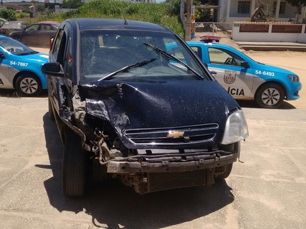 Carro que teria sido usado no crime foi apreendido pela PM (Foto: Divulgação/ PM)