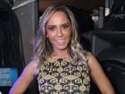 Mulher Melão usa vestido comportado em festa no Rio