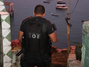 Segundo polícia, suspeitos comandavam ponto de tráfico em Cajazeiras (Foto: Alberto Maraux/ SSP)
