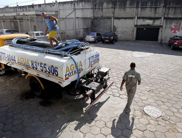 caminhão-pipa vasco da gama (Foto: Alexandre Cassiano / Agência o Globo)