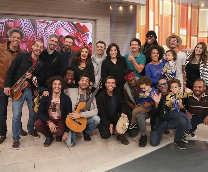 Convidados do Encontro posam com Fátima nos bastidores do programa (Foto: Isabella Pinheiro/Gshow)
