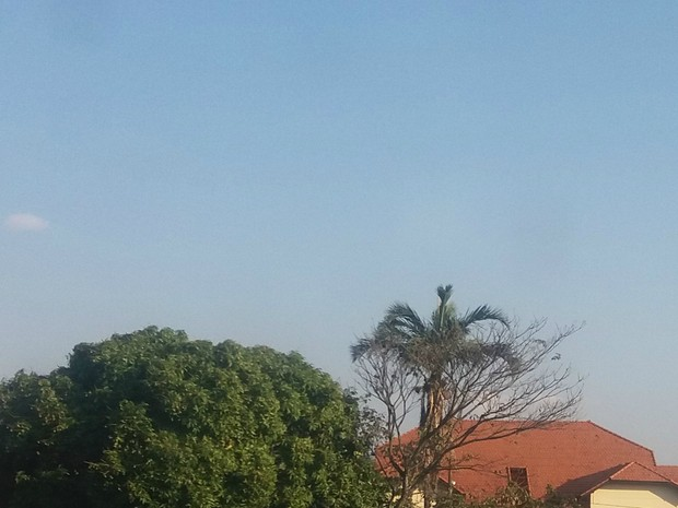 Céu aberto em tarde quente neste domingo em Campo Grande (Foto: Juliene Katayama/G1 MS)