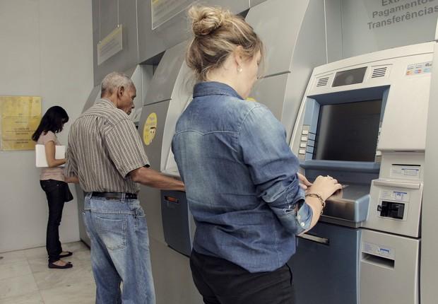 Caixa eletrônico ; auto atendimento no banco ; sacar dinheiro ;  (Foto: Reprodução/Facebook)