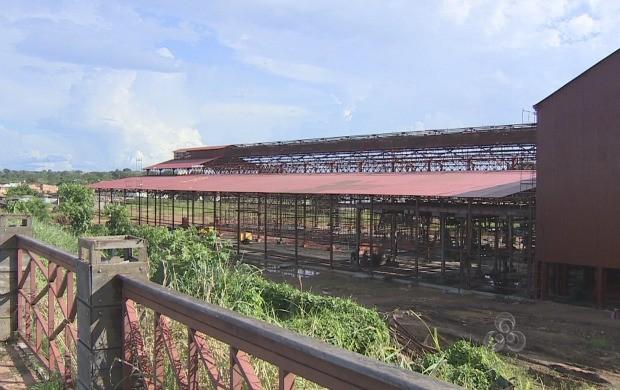Semdestur afirma que o galpão de oficina das máquinas será entregue em dois meses (Foto: Rondônia TV)