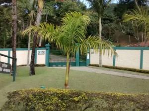 O sítio de Cerveró fica em um condomínio fechado em Itaipava (Foto: Marcelo Santos/Inter TV)