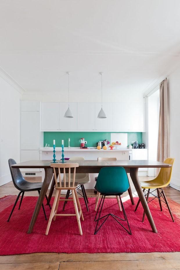 Top 10 os d cor do dia mais pop de 2013 casa vogue ambientes - Tavolo con sedie diverse ...