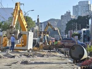 Obra na avenida Leitão da Silva deve durar até 2015 (Foto: Edson Chagas/ A Gazeta)
