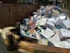 Livros em bom estado de conservação são descartados
