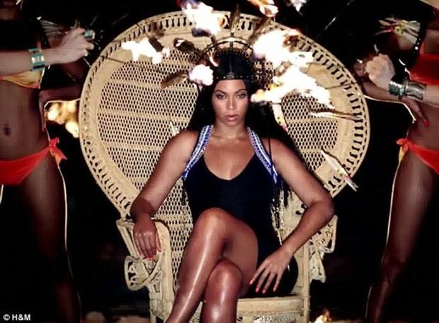 Beyoncé aparece morena em campanha (Foto: Reprodução)