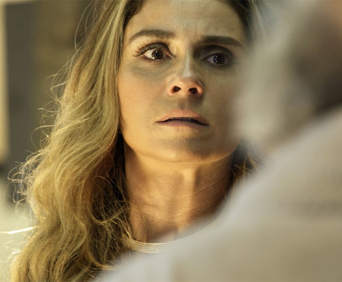 Atena fica aterrorizada com ordem de Tio (Foto: TV Globo)