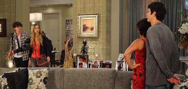 Kiko e Analú flagram os dois no maior clima (Foto: Guerra dos Sexos / TV Globo)