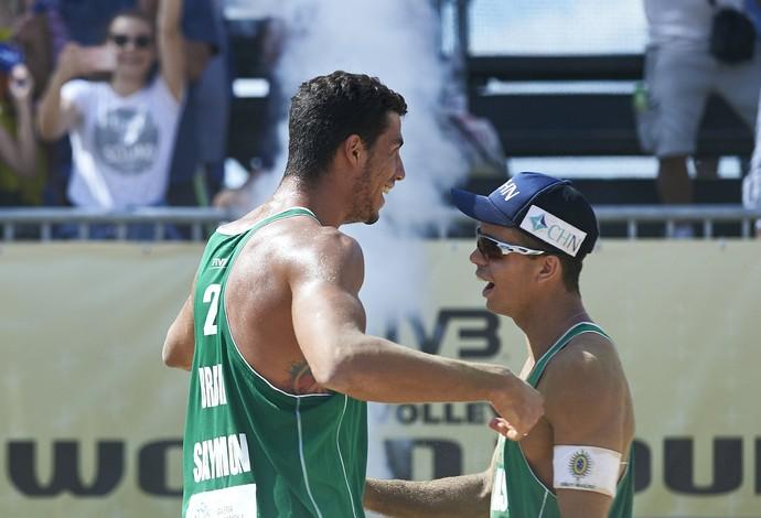 Guto Saymon vôlei de praia Grand Slam Olsztyn (Foto: Reprodução/FIVB)