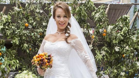 Vestido de noiva de Tancinha em 'Haja Coração' foi idealizado com a ajuda de Mariana Ximenes