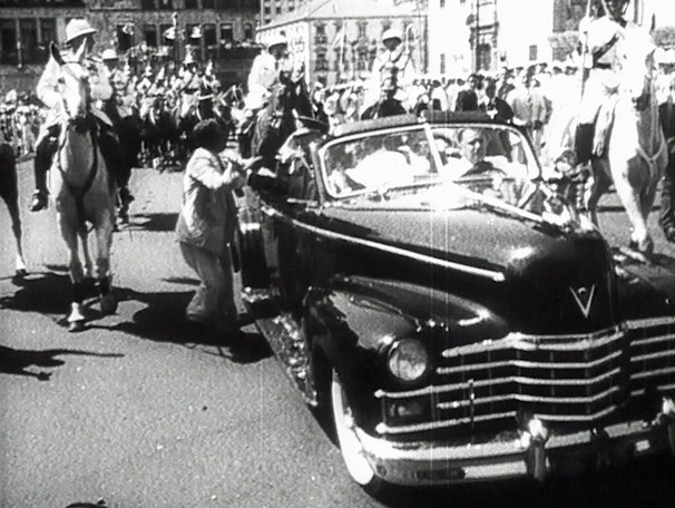 O Rio por Eles testemunha episódios da história do Brasil nas ruas da então Capital Federal e mesmo depois da inauguração de Brasília (Foto: Reprodução)