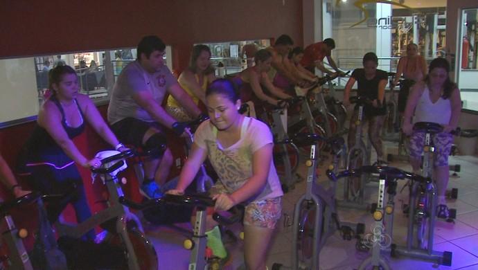Spinning é uma das atividades que ganha adeptos em academia de Rio Branco (Foto: Reprodução/TV Acre)