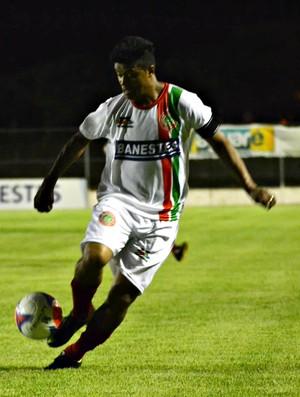 Adriano Gabiru foi decisivo e marcou o gol da vitória do Conilon (Foto: Henrique Montovanelli/ Desportiva Ferroviária)