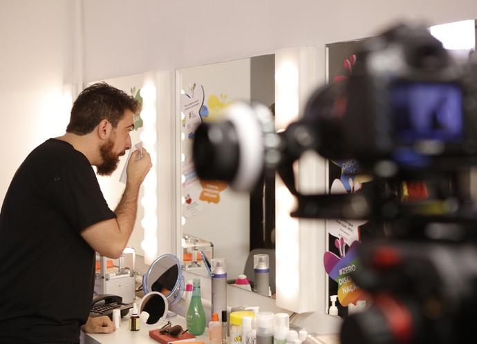Gabriel se prepara para gravar! (Foto: Pedro Carrilho/Gshow)