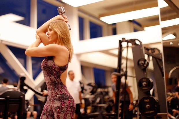 Sheila Mello mostra treino para manter boa forma (Foto: Marcos Serra Lima / Ego)