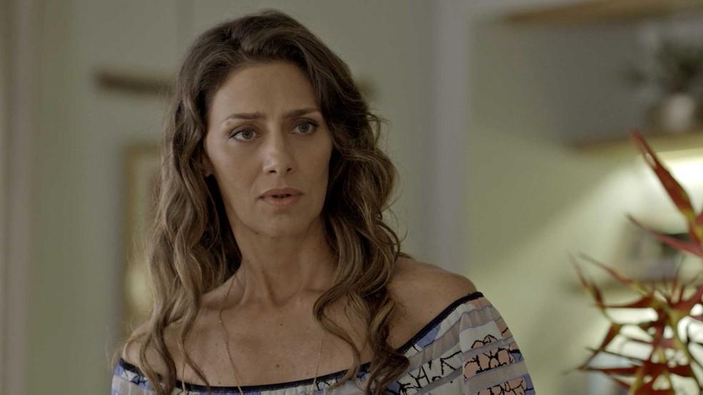 Mas ela não quer que Ritinha (Isis Valverde) apareça por lá (Foto: TV Globo)