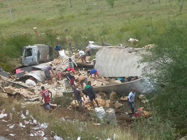 Acidente ocorreu na BR-116, no trecho conhecido como Curva do Abacaxi (Foto: Blog Marcos Frahm)