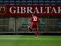 Estreante Gibraltar quase apronta, mas sofre goleada da Grécia no Grupo H
