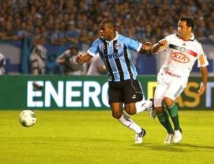 Fernando e Daniel Carvalho na partida do Grêmio e Palmeiras (Foto: Lucas Uebel / Site Oficial do Grêmio)