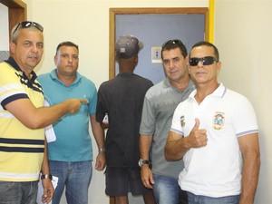 Guarda Civil apreendeu menor após buscas (Foto: Camilo Motta / Ascom Araruama)
