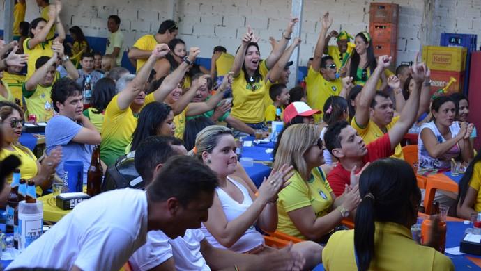 jogo do brasil contra camarões (Foto: Luti Gomes/TV Tapajós)