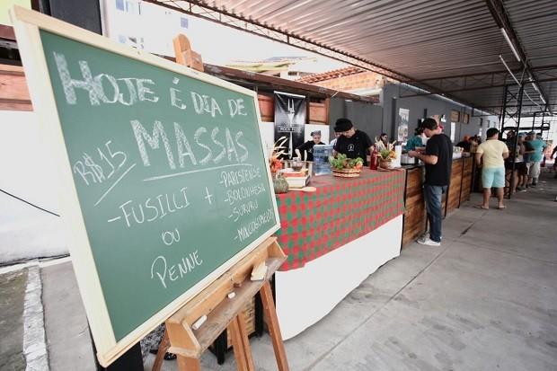 Massas são uma das opções de pratos disponíveis no evento (Foto: Jonathan Lins/G1)