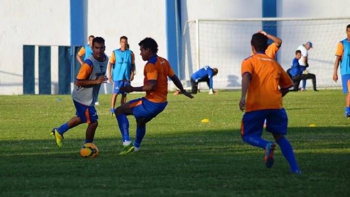 Confiança fez treino fisíco e de finalizações (Foto: Felipe Martins/GloboEsporte.com)