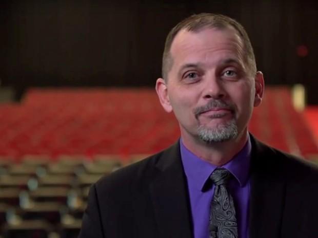 Joe Fatheree, dos Estados Unidos, procura atividades que deixem seus alunos engajados (Foto: Reprodução Global Teacher Prize/ Youtube)